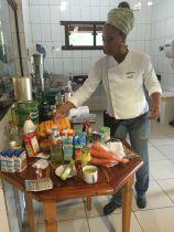 03 - chef Andressa organizando a cozinha
